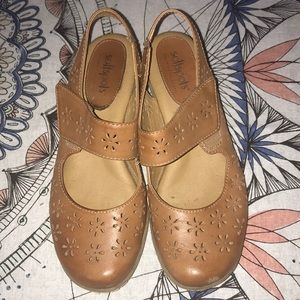 Softspots women's brown leather sandal sz 7M
